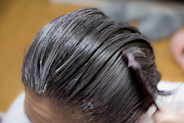 髪を染めるメンズ