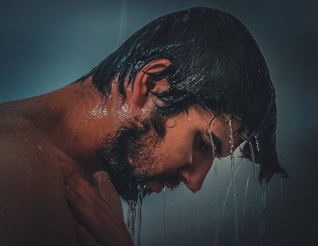 濡れた男性