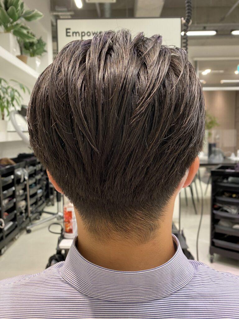 男性の後頭部